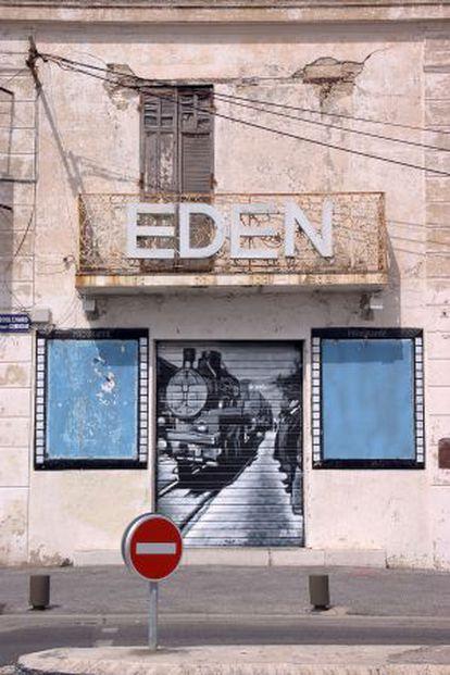 Fachada del Teatro Eden, antes de su restauración.