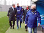 El nuevo presidente del FC Barcelona, Joan Laporta, con el entrenador del primer equipo de fútbol, Ronald Koeman, durante su visita a la Ciutat Esportiva Joan Gamper FCB 08/03/2021
