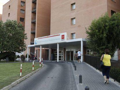 Entrada principal del hospital Príncipe de Asturias de Alcalá de Henares.