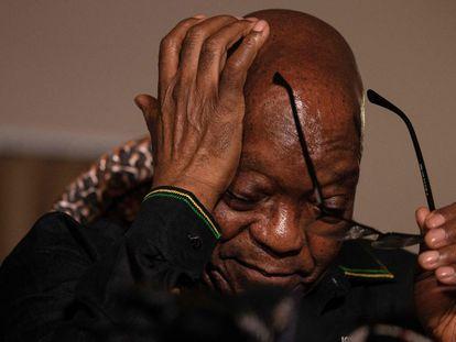 Zuma se dirige a los medios en una imagen de archivo del pasado mes de julio