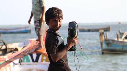 Los niños de Pamban también forman parte de los contenidos de Kadal Osai y son algunos de sus más fervientes oyentes.