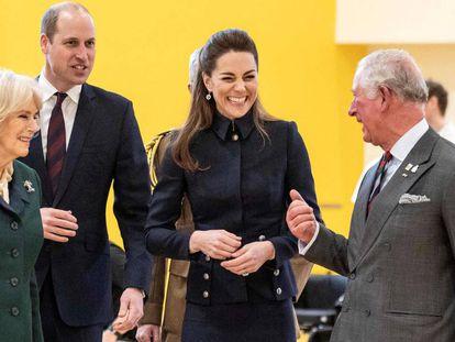 Camilla Parker-Bowles, el príncipe Guillermo, Kate Middleton y el príncipe Carlos, el martes en Loughborough (Inglaterra).