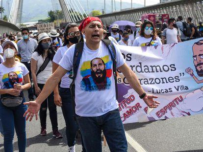 Una caminata de familiares y amigos de Lucas Villa, el pasado 13 de mayo. El estudiante murió luego de recibir varios disparos durante una protesta contra el Gobierno.