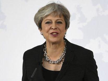 La primera ministra británica intenta desbloquear la negociación con Bruselas con un discurso en Florencia