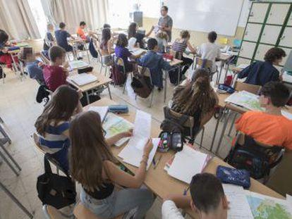 Los alumnos españoles de 15 años se sitúan por debajo de la media de la OCDE, aunque el estancamiento en los resultados se extiende a la mayoría de países avanzados