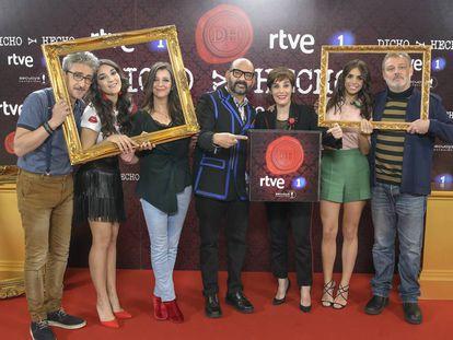 David Fernández, Leonor Lavado, Goizalde Núñez, José Corbacho, Anabel Alonso, Elena Furiase y Pablo Carbonell en la presentación de 'Dicho y hecho'.