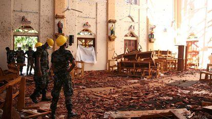 Iglesia de San Cristóbal en la ciudad de Negombo (Sri Lanka) devastada por una de las explosiones del Domingo de Pascua.
