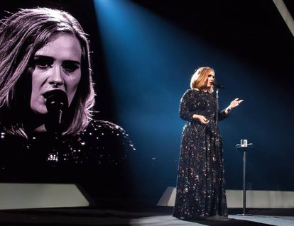 Adele, en un concierto en Belfast (Irlanda) en febrero de 2016.