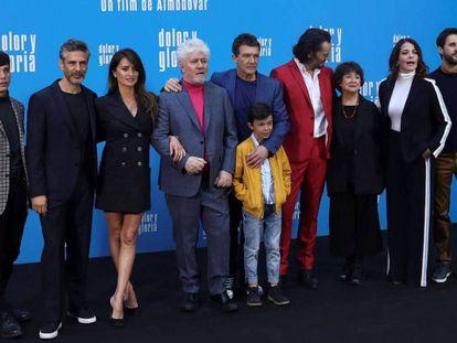 El elenco y el director de 'Dolor y Gloria', el pasado marzo. En vídeo, el tráiler de la película.