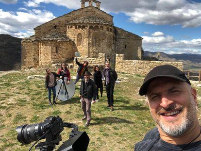 El equipo de 'Territori Contemporani' durante el rodaje en Sant Maria de Mur.