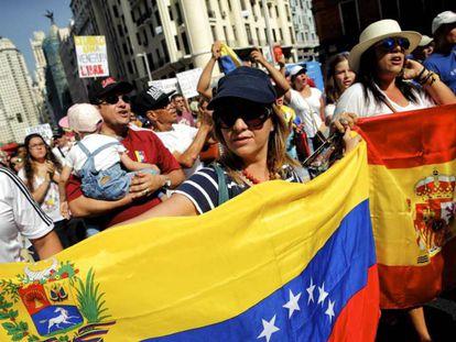 Opositores venezolanos se manifiestan en Madrid para pedir democracia, en 2016.