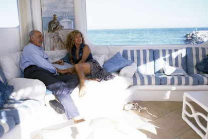 Sean Connery y su eposa, Micheline, en su casa de Marbella, en 1995.
