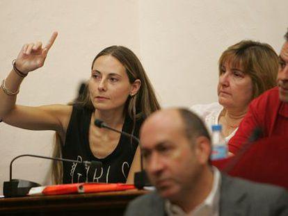 Cristina Martínez, ahora concejal no adscrita, durante el pleno de ayer en Elche.