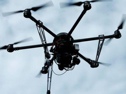 Han diseñado una bandada de drones para que vuelen juntos como las aves.
