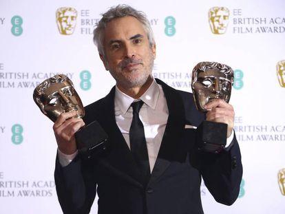 Alfonso Cuarón con los galardones británicos. En vídeo, resumen de la ceremonia de premiación.