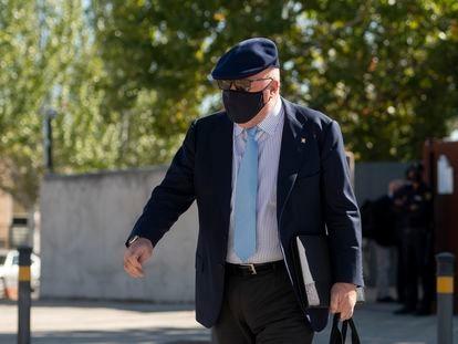 El comisario jubilado José Manuel Villarejo, a su salida este miércoles de la Audiencia Nacional tras la sesión del primer juicio al que se enfrenta.
