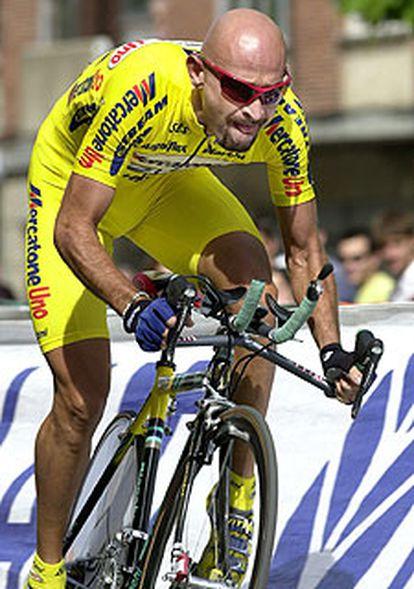Foto de archivo del ciclista italiano Marco Pantani tomada en la primera etapa de la Vuelta a España 2001 en Salamanca.