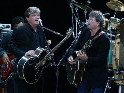 Phil (izquierda) y Don Everly, en una actuación de 2004.