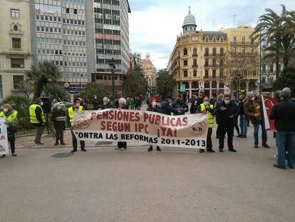 Protesta de pensionistas en Valencia, este lunes.