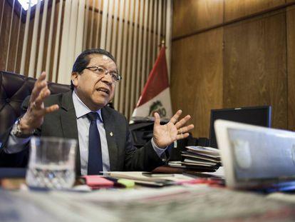 El fiscal de la Nación de Perú, Pablo Sánchez durante la entrevista.