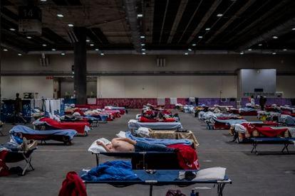 Las infraestructuras adaptadas para acoger a personas. 150 hombres sin hogar fueron alojados por el Ayuntamiento de Madrid en el pabellón 14 de Ifema durante el estado de alarma en primavera.