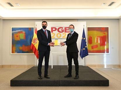 El presidente del Gobierno, Pedro Sánchez, y el vicepresidente segundo, Pablo Iglesias, en la presentación del proyecto de Presupuestos.