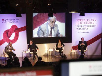 Juan Antonio Ortega y Díaz Ambrona (izquierda), Eugenio Nasarre, Mercedes Cabrera y Ángel Gabilondo en la Fundación Santillana.