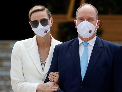 Alberto de Mónaco y su esposa Charlene, en un acto en Montecarlo el 2 de junio de 2020.