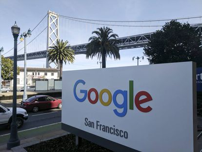 Letrero de Google a la entrada de sus oficinas en San Francisco.