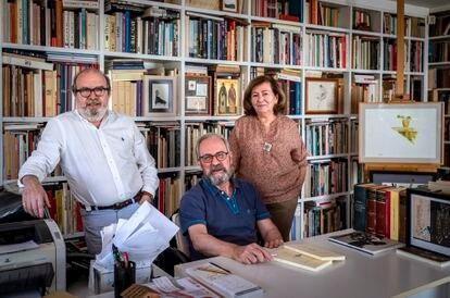 Manuel Borrás, Manuel Ramírez y Silvia Pratdesaba, los editores de Pre-Textos.
