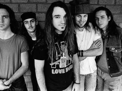 Pearl Jam en 1992. A la izquierda, Eddie Vedder, el líder del grupo.