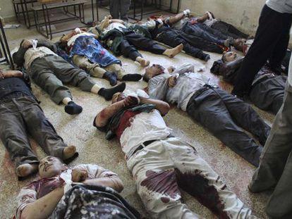Cadáveres de los hombres asesinado en Qusair.