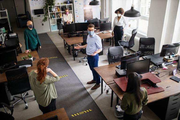 Los expertos creen que en las empresas acabará imponiéndose un liderazgo con una estructura más ágil.