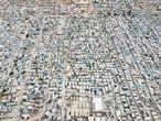 Una vista aérea muestra el campamento de al-Karamah para los desplazados internos sirios, en Idlib, Siria.