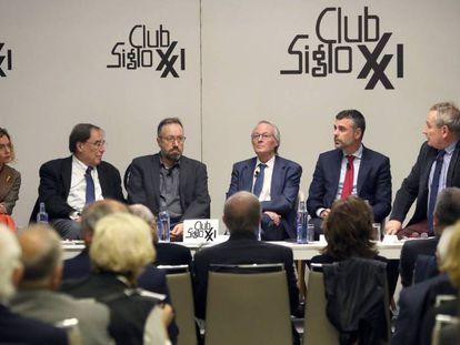 Meritxell Batet, Francesc de Carreras, Juan Carlos Giratua, Josep Piqué, Santi Vila y Xavier Vidal Folch.