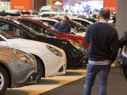 Exposición de coches de ocasión.