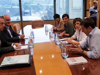 Reunión de PNV y EH Bildu durante los contactos para formar Gobierno, en 2016.