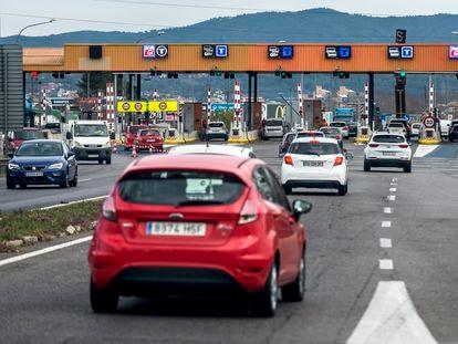 Salida interior del peaje de la autopista AP-7 en Girona.