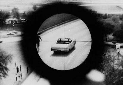 Recreación por parte del FBI de la perspectiva que habría tenido el asesino del presidente Kennedy al dispararle.