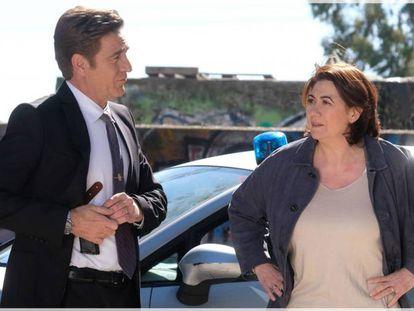 Juanjo Artero y Luisa Martín en una imagen de la serie de La 1 de TVE 'Servir y proteger'.