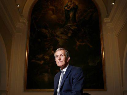 Neil MacGregor en la capilla del Museo de Historia de Madrid.