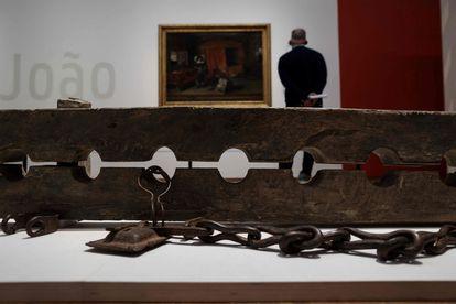 El Rijksmuseum de Ámsterdam mostraba en mayo varios cepos utilizados en la época colonial para inmovilizar por los pies a los esclavos.