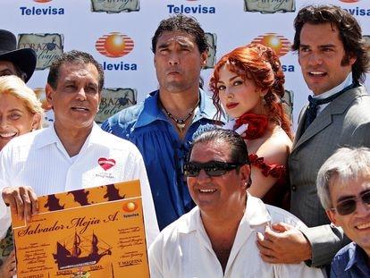"""El elenco de la telenovela """"Corazón Salvaje"""", en 2009, una de las producciones más emblemáticas de Televisa."""