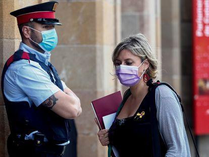 La consejera de Salud, Alba Vergés, llega al Parlament antes de una sesión de control al Govern.