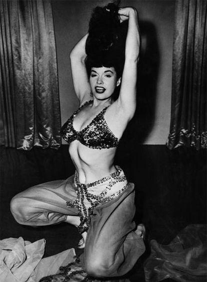 Bettie Page, en una escena del filme <i>Varietease</i> de 1954.