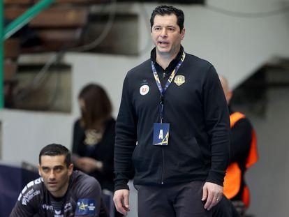 El entrenador del Nantes, Alberto Entrerríos, en un partido de la Champions de esta temporada.