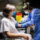 Rastreo a sanitarios que están en contacto con pacientes Covid en el Hospital de Oviedo.