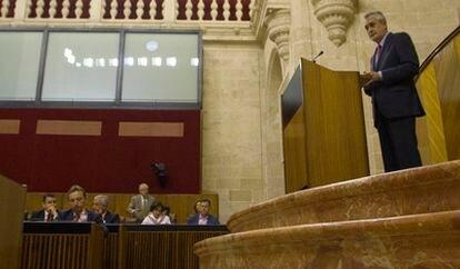 El presidente de la Junta de Andalucía, José Antonio Griñán, durante su intervención en el Parlamento.