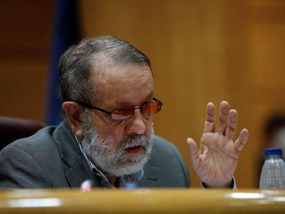 El defensor del Pueblo en funciones, Francisco Fernández Marugán, durante su comparecencia este martes ante el Senado para abordar la situación de la inmigración en Canarias.
