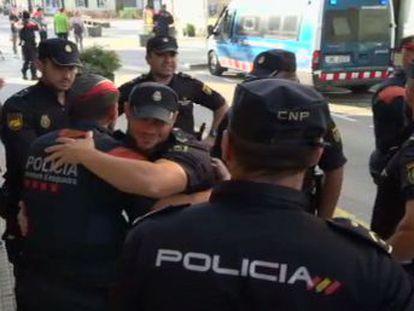 Los agentes dejan el municipio barcelonés tras cuatro días de tensión y enfrentamientos